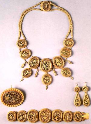 159. Золотая парюра с пертабхарской эмалью.  Ок.  1865. Индия.